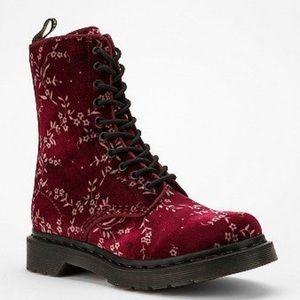 🎉HP🎉 Dr Martens Avery velvet boots NWOB